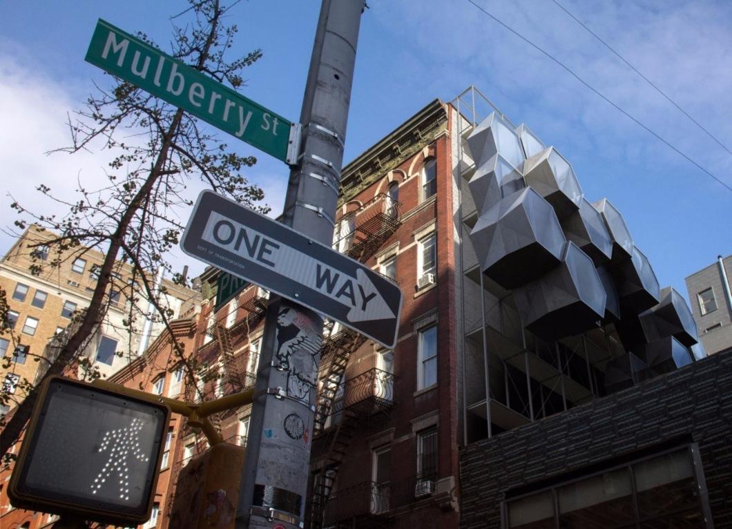 В Нью-Йорке предложили переселить бездомных в капсулы
