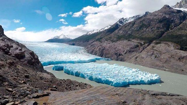 От ледника в Чили впервые за четверть века откололся айсберг