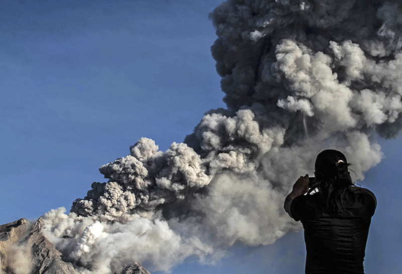 На Суматре произошло грандиозное извержение вулкана Синабунг.Вокруг Света. Украина