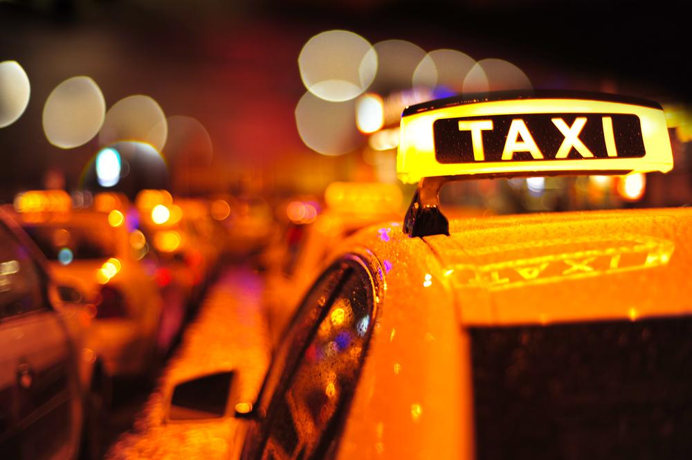 Как вызвать такси в новогоднюю ночь и сколько это будет стоить
