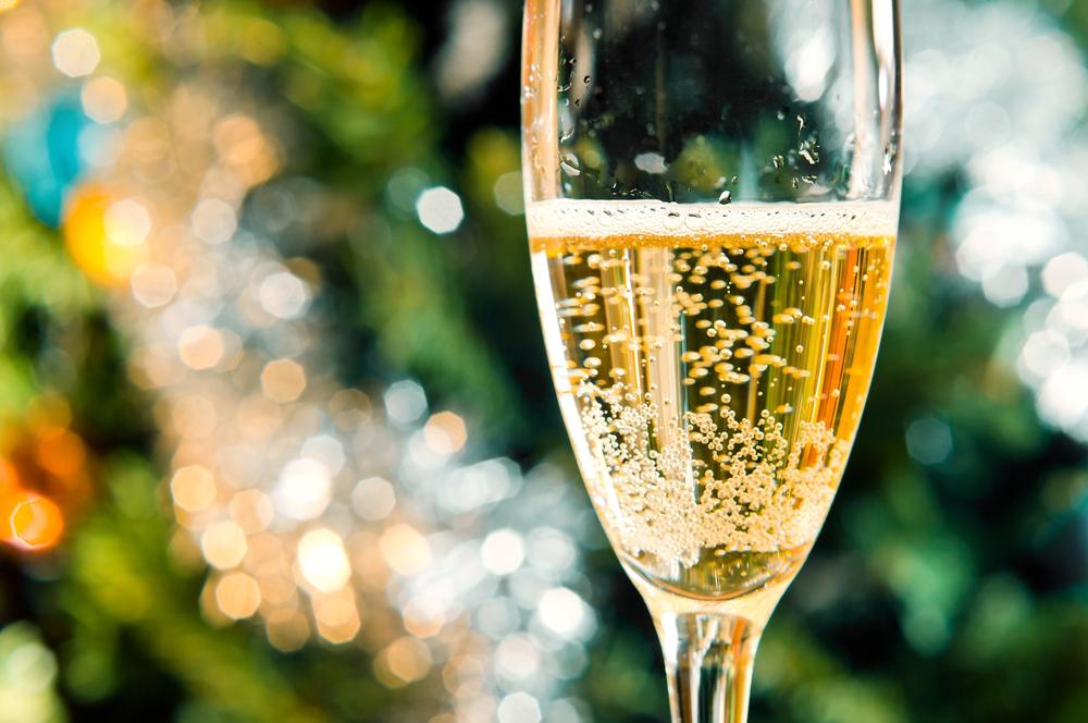 Что пузырьки в шампанском могут рассказать о качестве напитка?