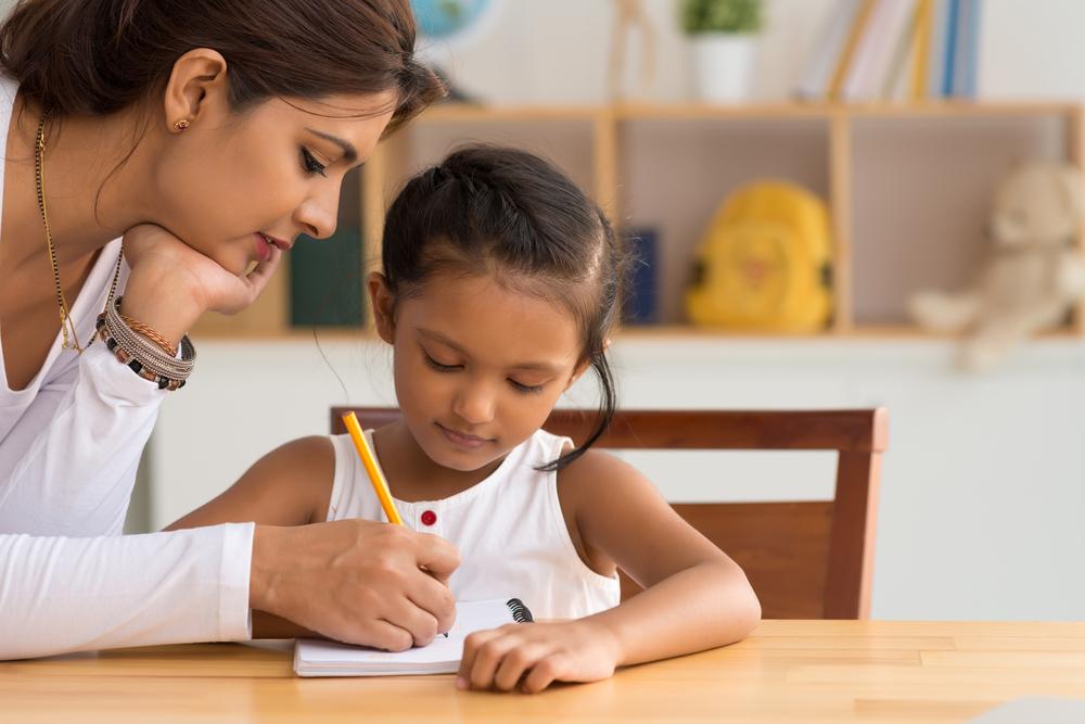 Родительская похвала и помощь с уроками спасает детей от суицида