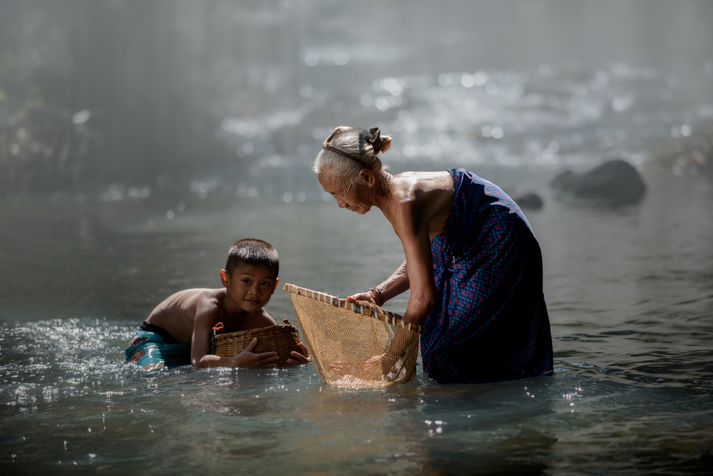 Ученые обнаружили древнейшие рыболовные крючки, принадлежавшие женщине