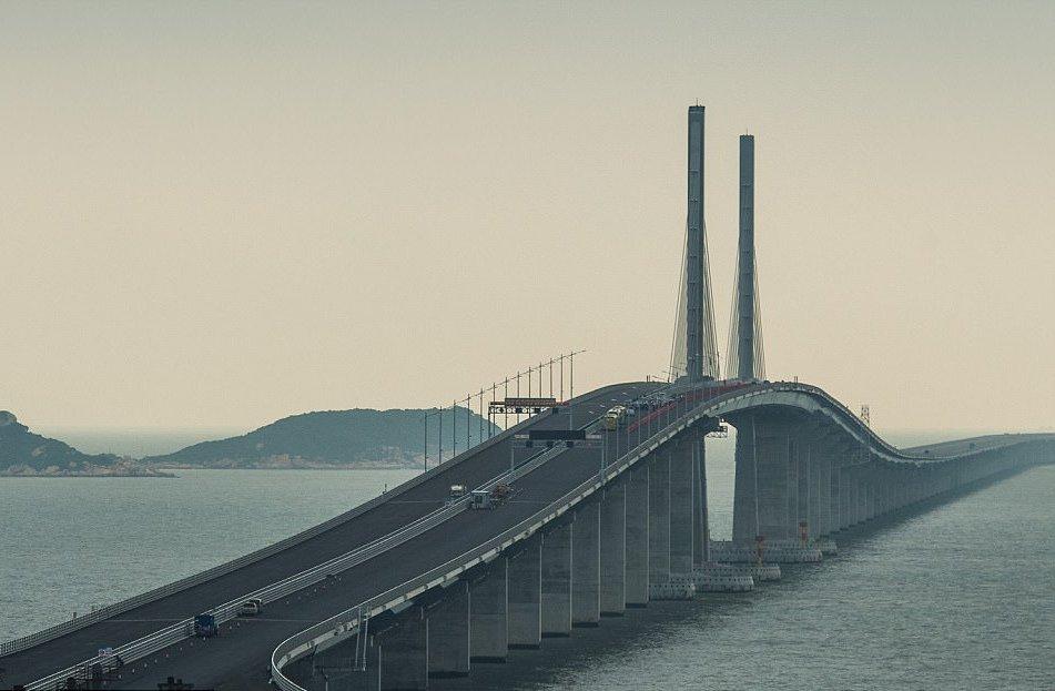 В Китае построили самый длинный морской мост