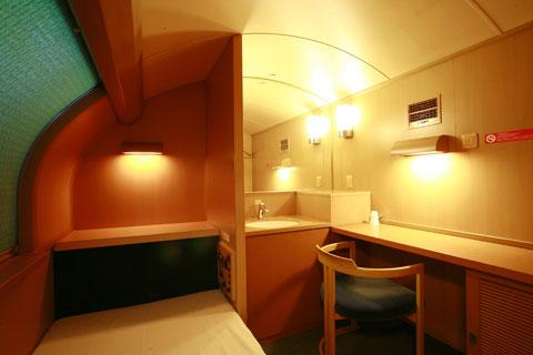 Как выглядит плацкарт в японском ночном поезде Как выглядит плацкарт в японском ночном поезде 11 5