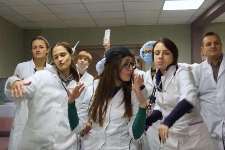 Рэп про антибиотики в исполнении украинских врачей (видео)