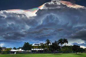 Радужные облака появились в небе над Австралией