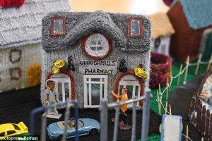 Ирландские бабушки связали деревню
