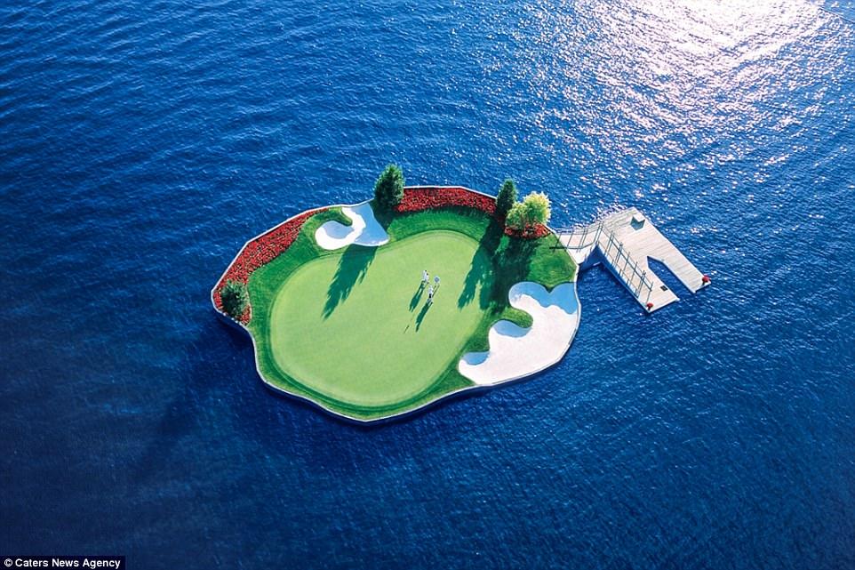 Лунка для гольфа, до которой можно добраться только вплавь Лунка для гольфа, до которой можно добраться только вплавь 4890A13300000578 5311523 image a 28 1516879517316