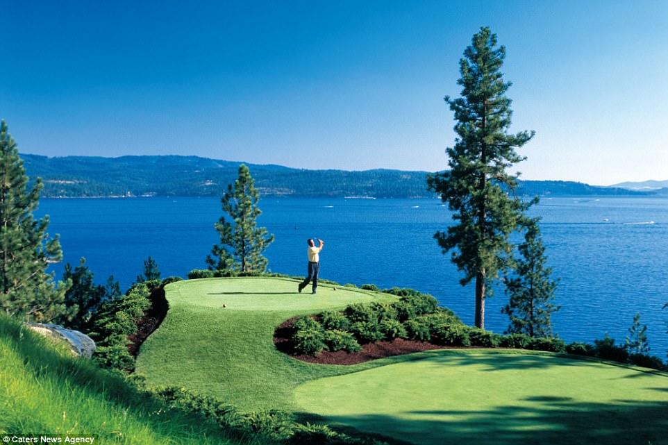 Лунка для гольфа, до которой можно добраться только вплавь Лунка для гольфа, до которой можно добраться только вплавь 4890A14C00000578 5311523 image a 30 1516879533903