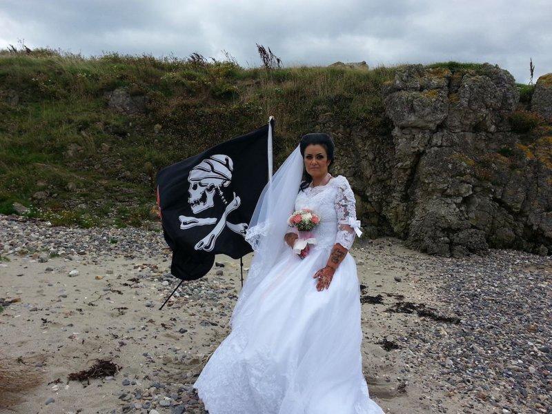 Ирландка вышла замуж за призрак средневекового пирата