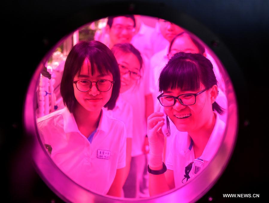 Китайские студенты провели 200 дней на «лунной базе» Китайские студенты провели 200 дней на «лунной базе» ABh2 fyhwret0484973