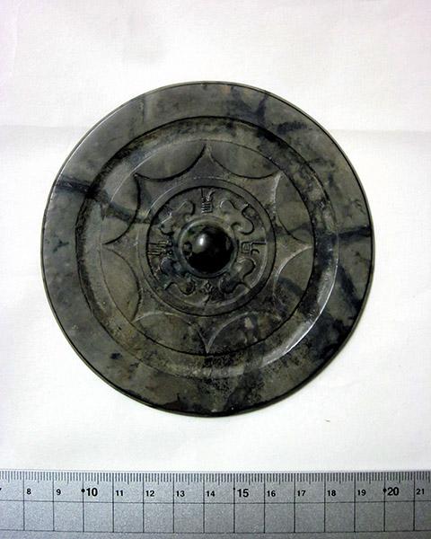 Археологи Японии нашли древнейшее бронзовое зеркало, которому 2 тысячи лет.Вокруг Света. Украина