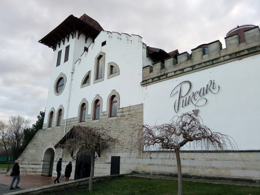 Привидения монахов, старые погреба и плодородная почва – в чем секрет молдавского вина?