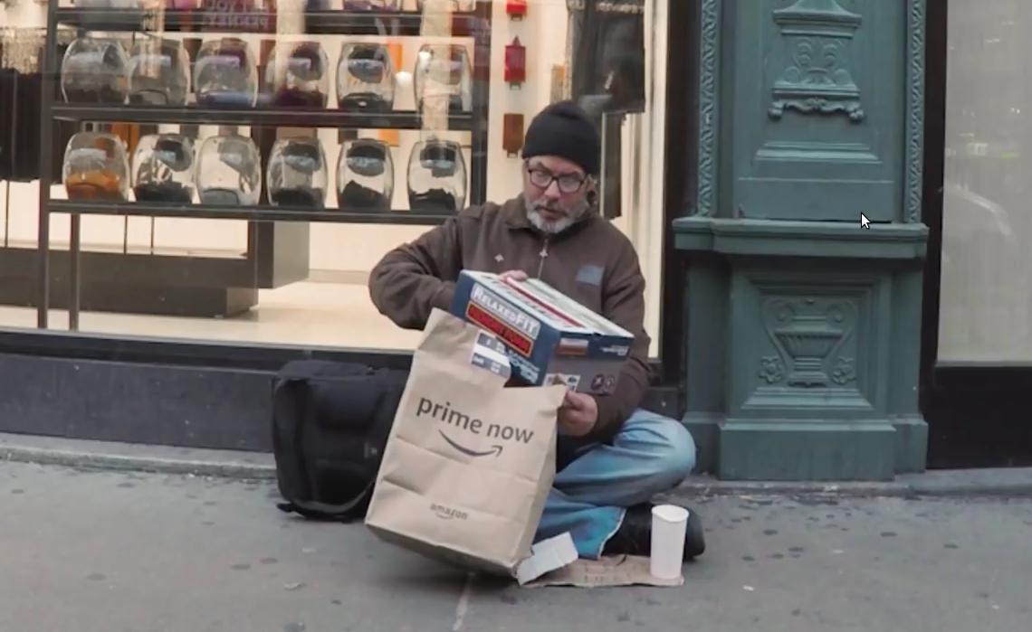 Житель Нью-Йорка заказал на Amazon подарки бездомным