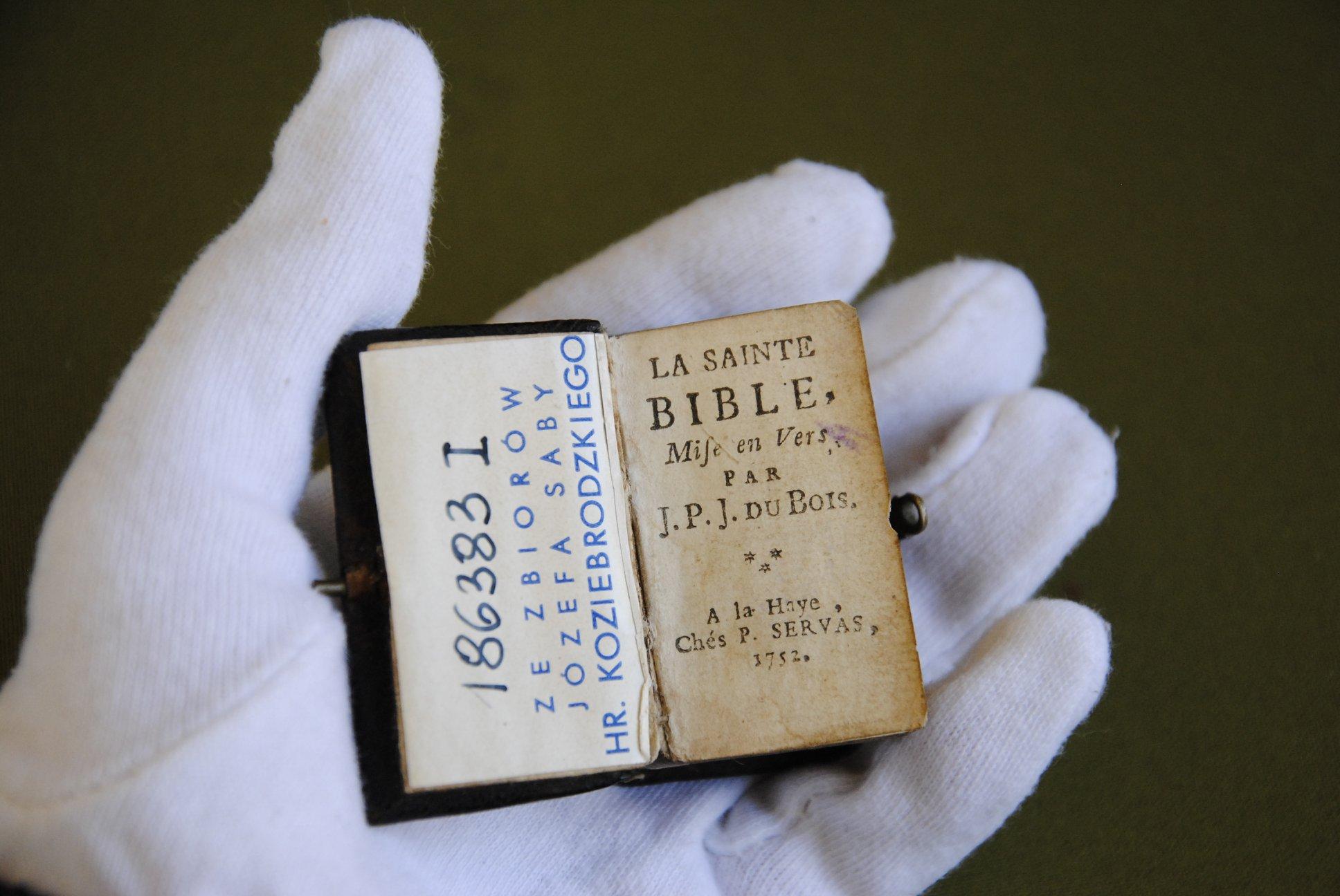 Во Львове отреставрируют уникальную Библию XVIII века