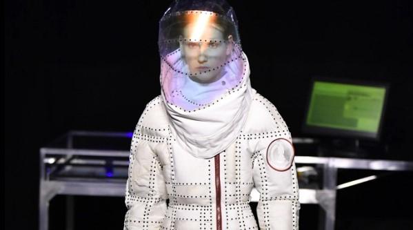 Японский модельер создал из вторсырья скафандры для повседневности