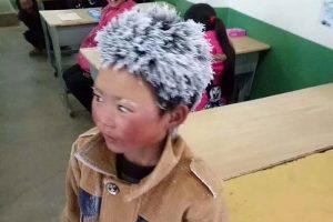 В Китае школьник 5 км шел по морозу, чтобы не пропустить экзамен