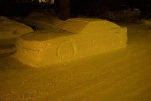Канадец слепил из снега машину и получил штраф за парковку