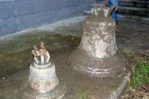 На Тернопольщине нашли вековой тайник с колоколами