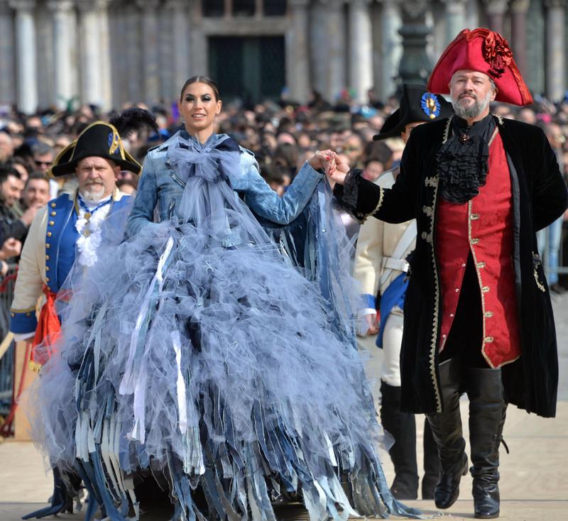 Как проходит карнавал в Венеции-2018: расписание и яркие фото Как проходит карнавал в Венеции-2018: расписание и яркие фото p 53352843