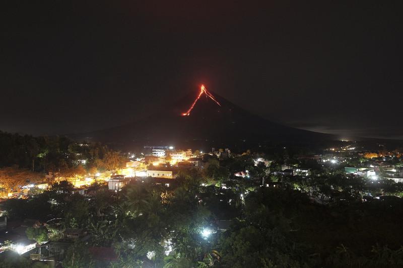 На Филиппинах из-за вулкана эвакуировали тысячи человек