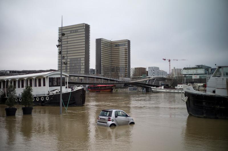 Вышедшая из берегов Сена затопила Париж.Вокруг Света. Украина
