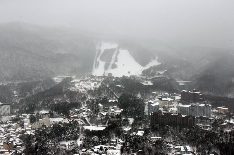 На лыжном курорте в Японии сошла черная лавина (видео).Вокруг Света. Украина