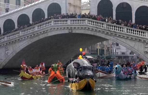 Как проходит карнавал в Венеции-2018: расписание и яркие фото Как проходит карнавал в Венеции-2018: расписание и яркие фото p 54072038 614x395