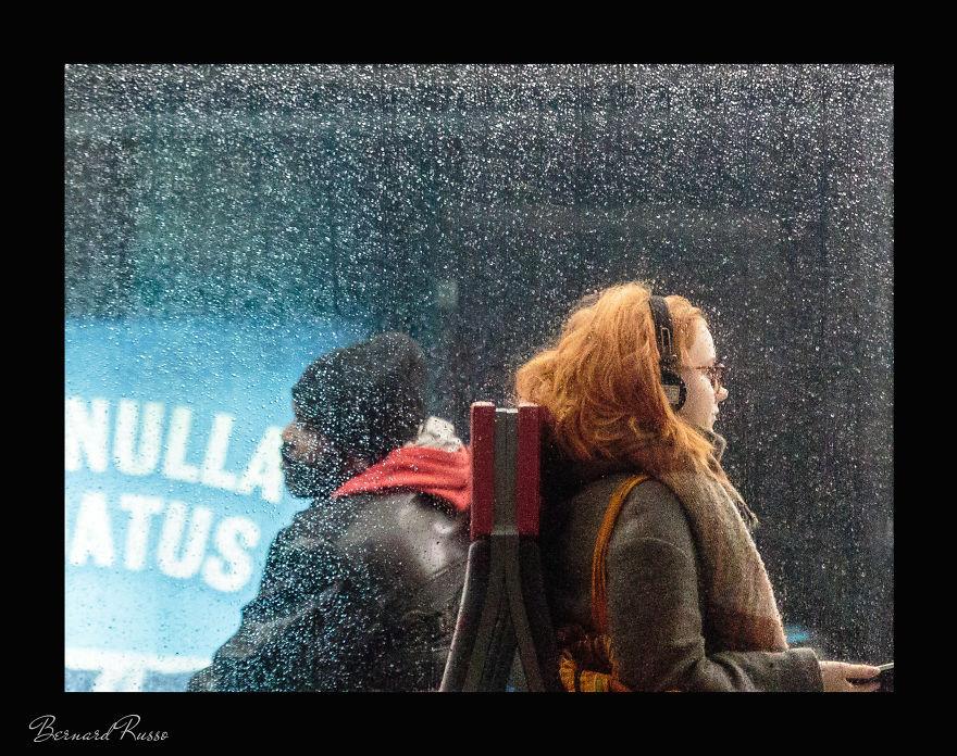 Есть ли жизнь в Хельсинки зимой? Уличный фотограф снимает пассажиров трамваев
