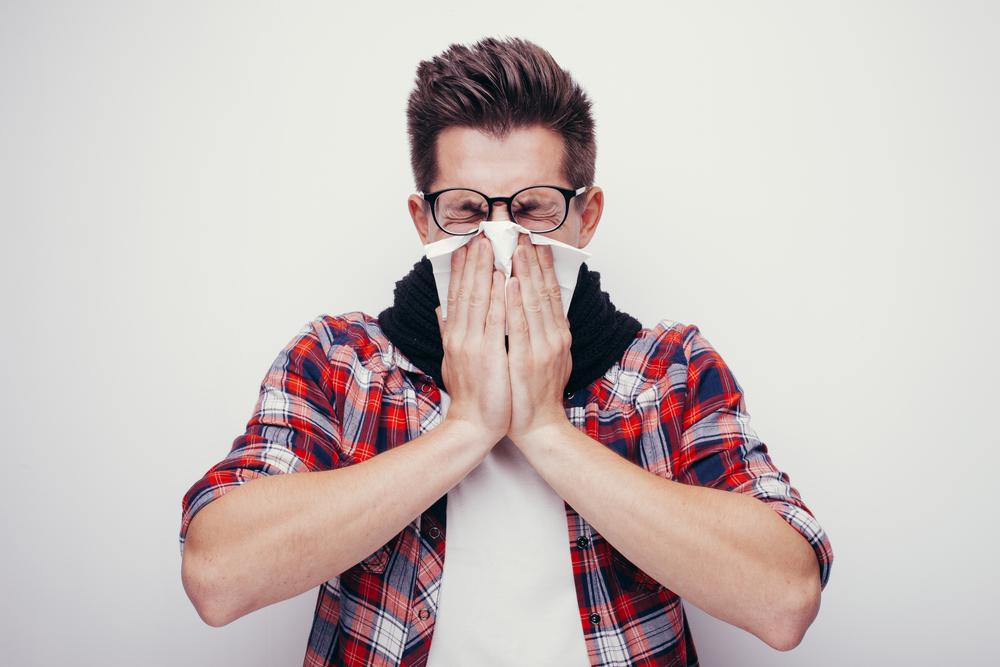 Британец порвал горло, пытаясь сдержать чиханье