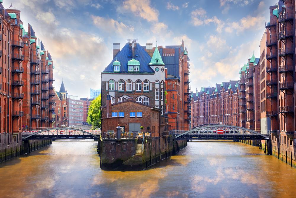 Восемь  европейских городов, которые еще не затоптали туристы Восемь  европейских городов, которые еще не затоптали туристы shutterstock 552811399