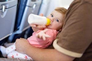 Как авиалинии решают вопрос с плачущими детьми