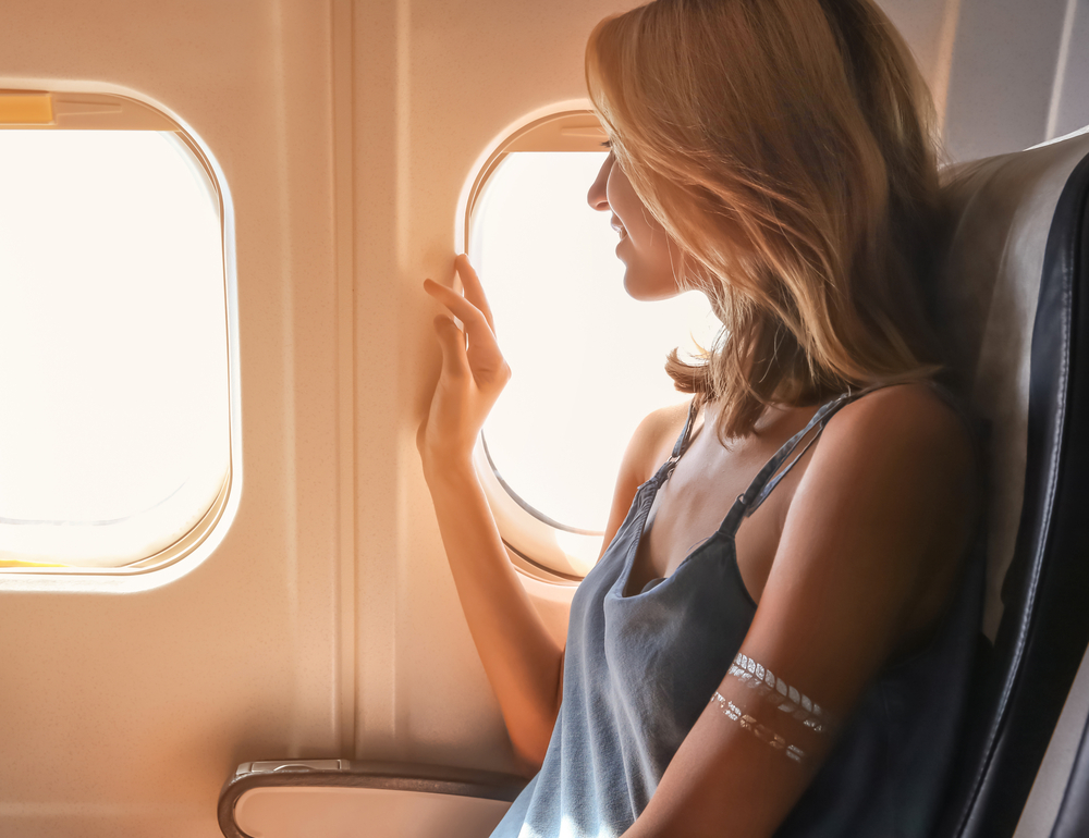 Почему нужно пользоваться солнцезащитным кремом в самолете