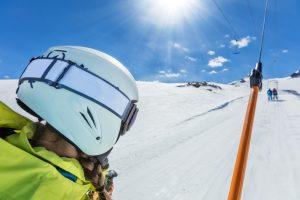 Пионер-сноубордист и подъемник: курьезное видео