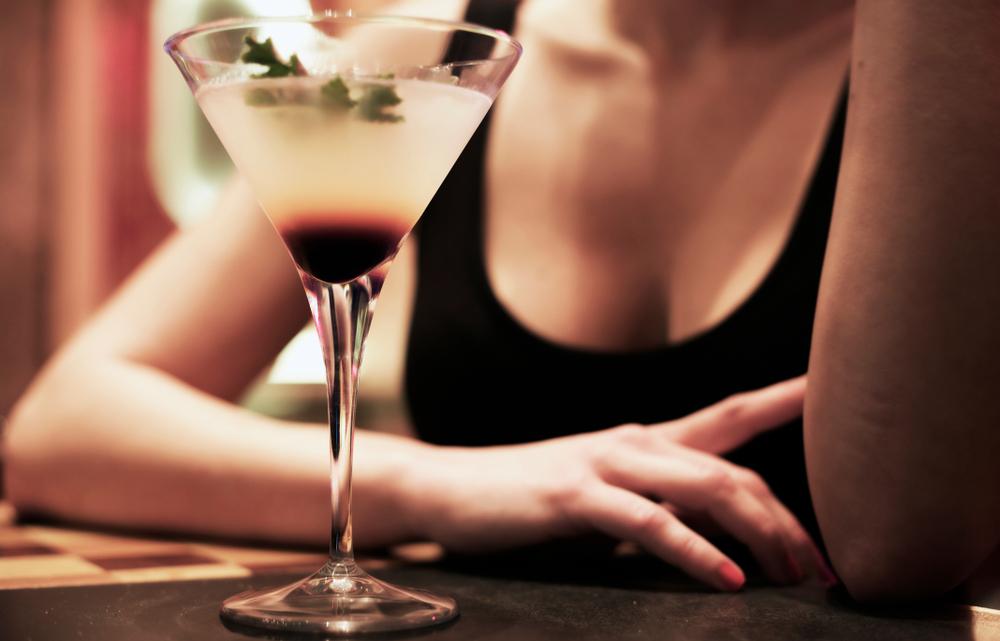 Женщинам на Шри-Ланке разрешили покупать алкоголь