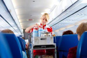 Пассажирка отсудила у стюардессы $101 000 за пролитый суп