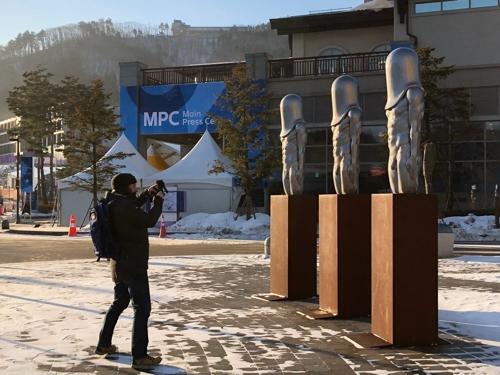 Статуи в олимпийском Пхенчхане стали мемом