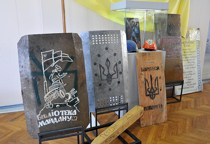 В Киеве открылась выставка к 100-летию герба Украины В Киеве открылась выставка к 100-летию герба Украины 10 5