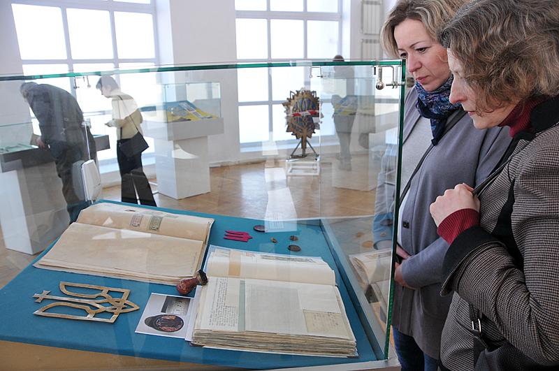 В Киеве открылась выставка к 100-летию герба Украины В Киеве открылась выставка к 100-летию герба Украины 12 2