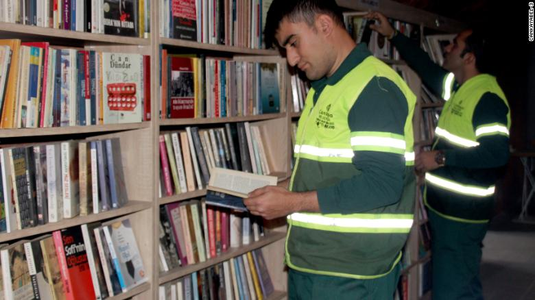 Мусорщики открыли библиотеку из выброшенных книг.Вокруг Света. Украина