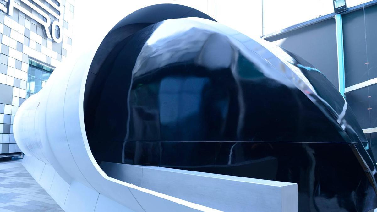В Дубае показали прототип hyperloop В Дубае показали прототип Hyperloop 2 24