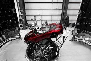 Илон Маск запустит в космос красный автомобиль