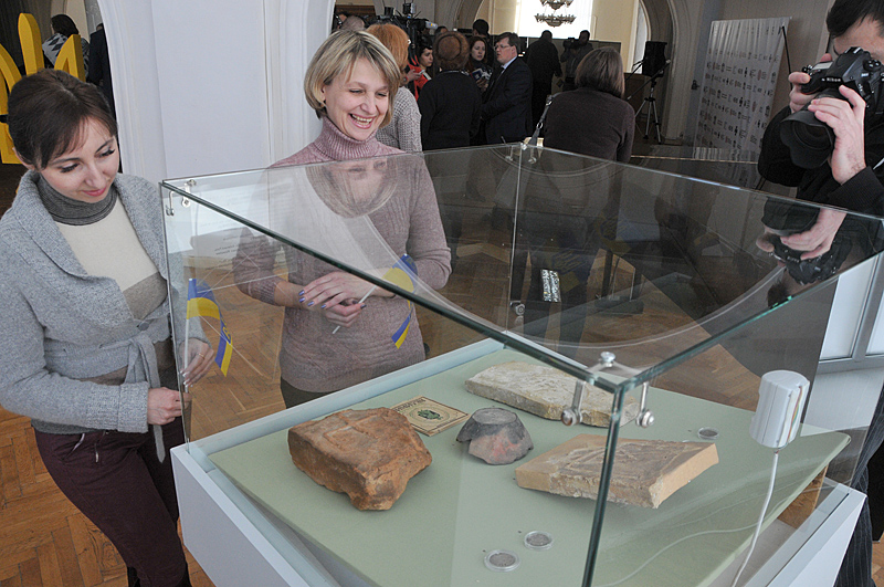 В Киеве открылась выставка к 100-летию герба Украины В Киеве открылась выставка к 100-летию герба Украины 3 24
