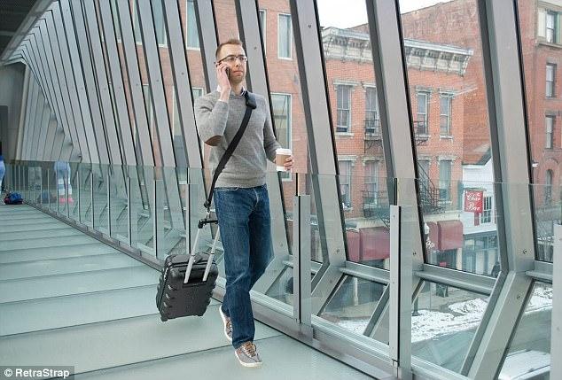 Поводок для чемодана: как путешествовать со свободными руками