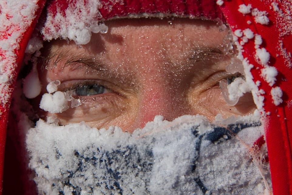 Британец пробежал на коньках по озеру в Монголии при -47С.Вокруг Света. Украина