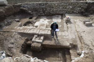 Редкую античную мозаику обнаружили на территории израильского порта