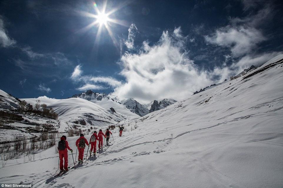 Как работает первая женская горнолыжная школа в Афганистане