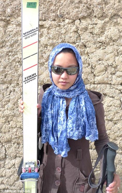 горнолыжная школа Как работает первая женская горнолыжная школа в Афганистане 49236F8000000578 5386007 Armed with handbags their best dress coats chic sunglasses and h a 5 1519043884454