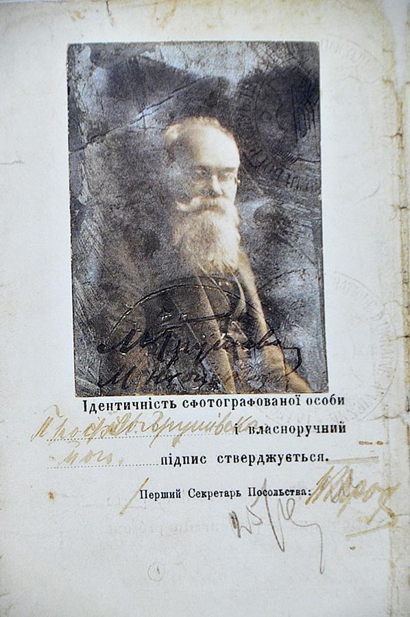 В Киеве открылась выставка к 100-летию герба Украины В Киеве открылась выставка к 100-летию герба Украины 5 16
